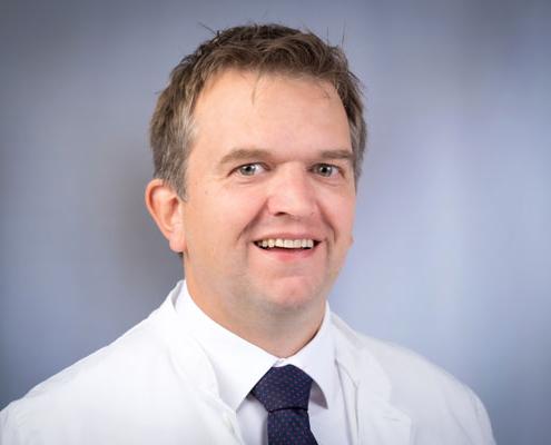 Dr. med. <br />Fiete John